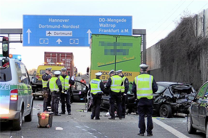 A2: Stau nach schwerem Unfall - Richtung Hannover