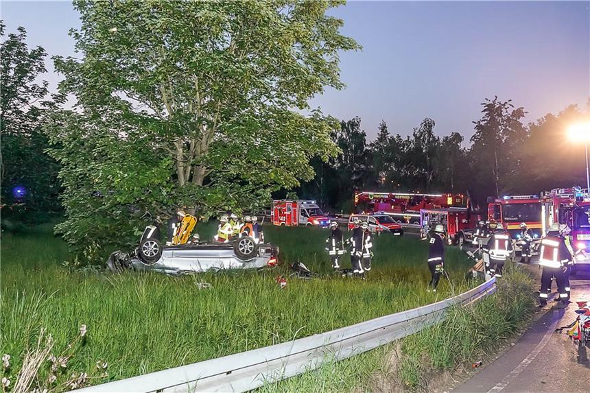 Explosion in Bochum: Lagerhalle in Flammen