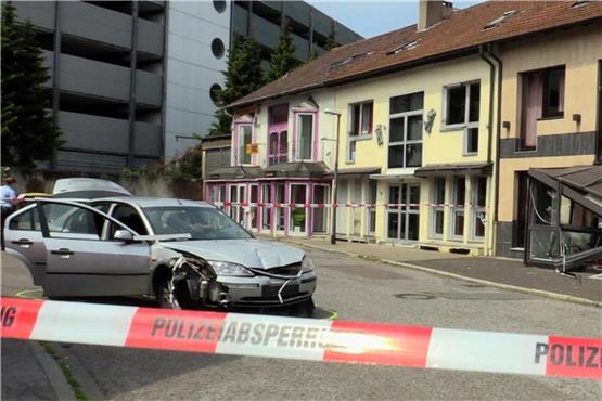 Auto in Bordell gesteuert