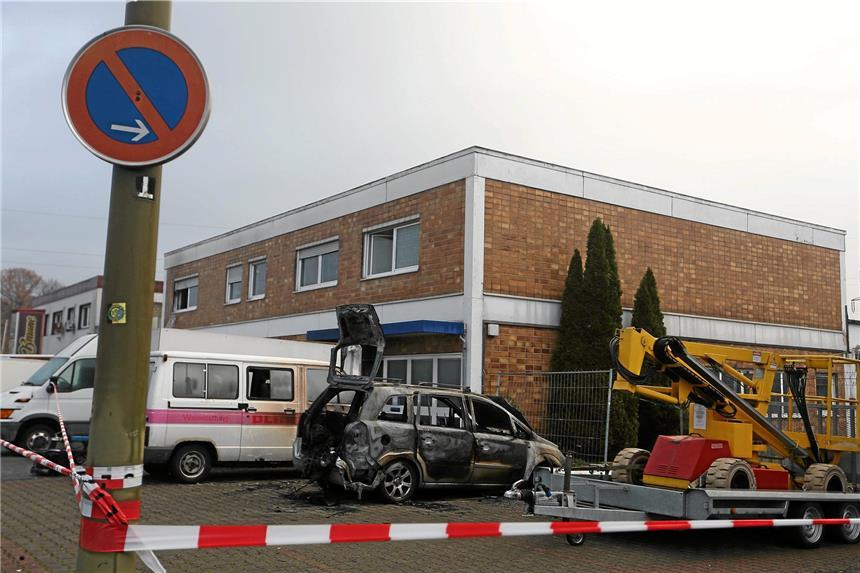 Menschen bei Feuer verletzt - Brandstiftung vermutet