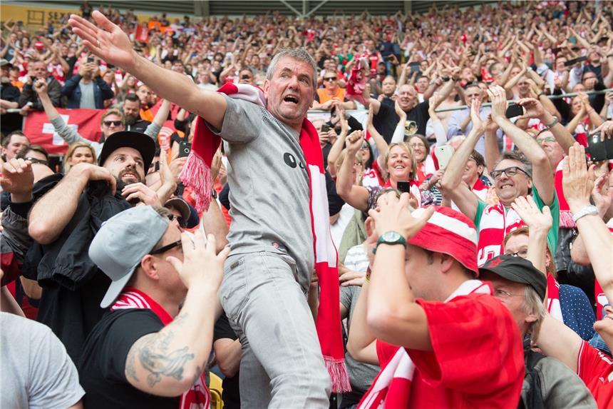 Hennings schießt Fortuna in die Bundesliga