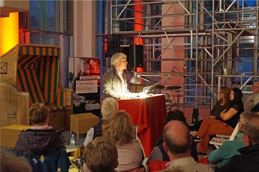 110 Zuhörer bei der Krimi-Lesung in der Baustelle des Solebades