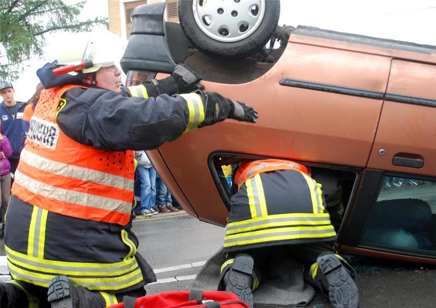 Gefährlicher Unfall ist nur eine Simulation - Viele Besucher am ...