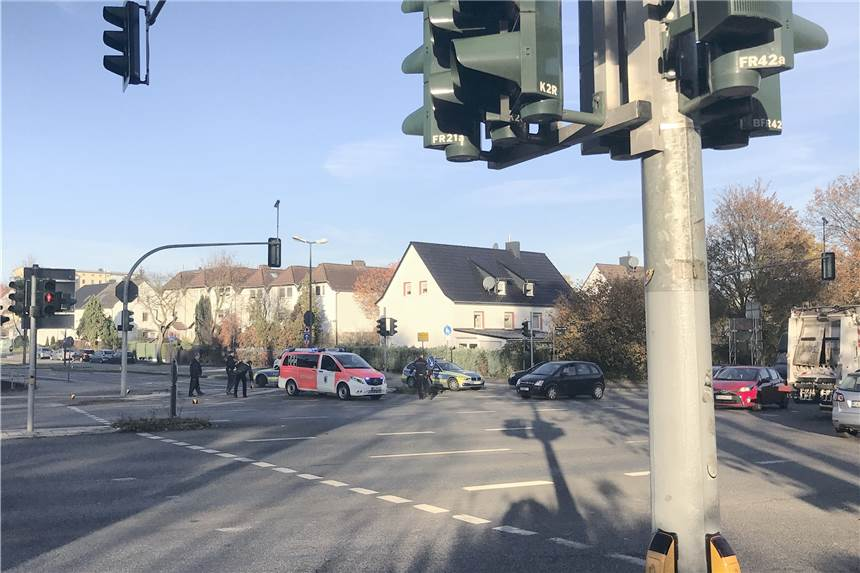 Führte Ein Infarkt Zum Autounfall Auf Der Großen Ampelkreuzung Auf
