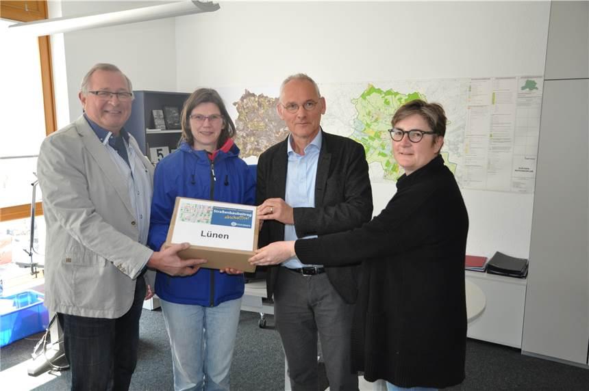 3500 Unterschriften gegen Straßenbau-Beiträge an die Stadt übergeben