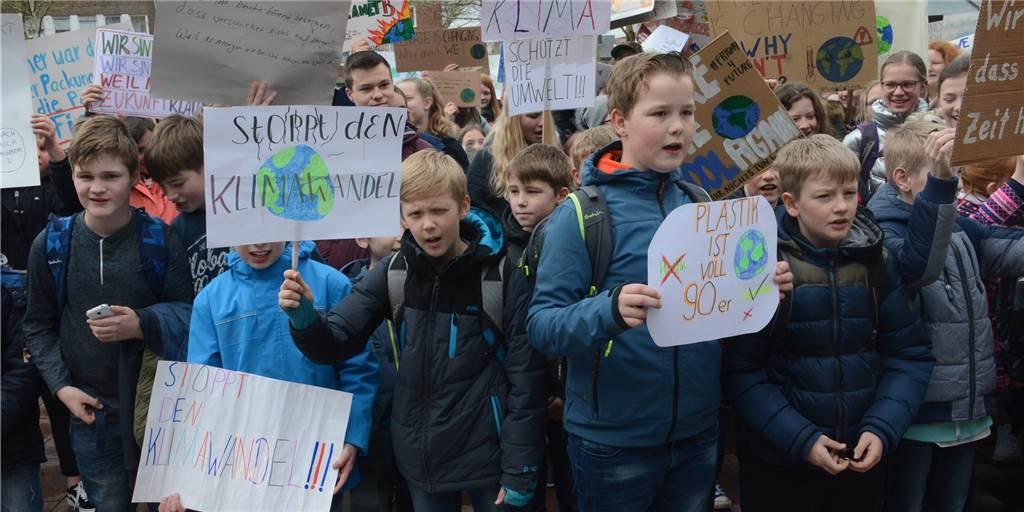 Junge Klimaschützer gehen mit neuem Konzept auf die Straße