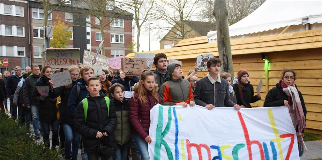 Fridays for Future in Ahaus: 100 Demonstranten und hupende Autofahrer