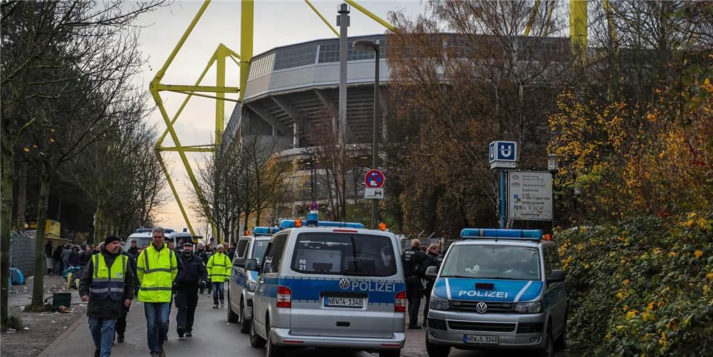 Coronavirus in der Bundesliga: BVB-Boss Michael Zorc regt Unterbrechung an
