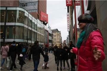 adfc512a8d6c1c Darum steht diese Frau mit verbundenen Augen auf dem Westenhellweg