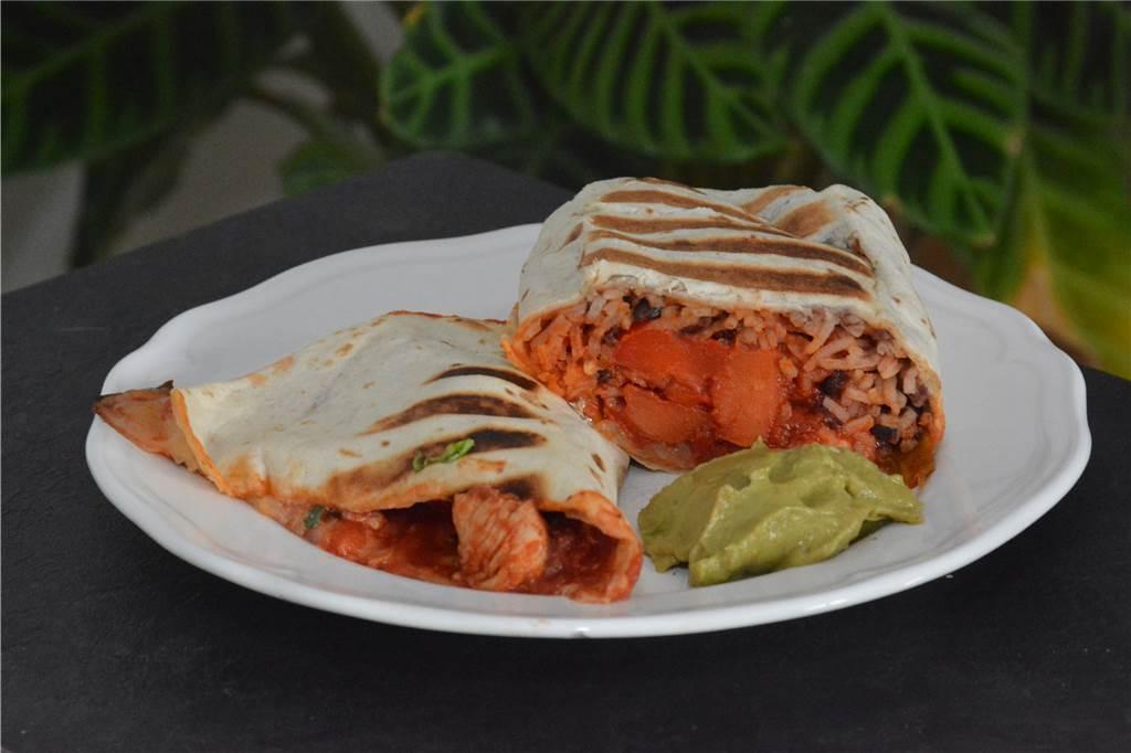 Por cierto, no hay burrito con arroz en México; este plato es muy común en los Estados Unidos.