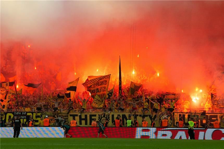 BVB-Prag: Dortmund mit Dreierkette