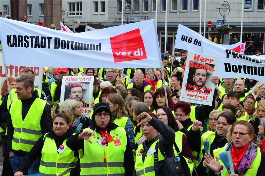 1200 Beschäftigte Von Kaufhof Ikea Primark Co Streiken Auf Dem