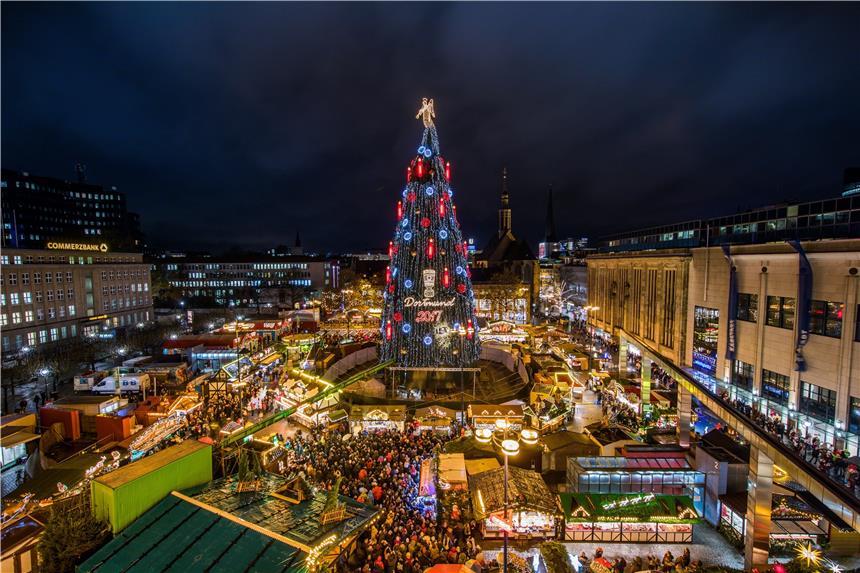 öffnungszeiten Dortmunder Weihnachtsmarkt.Dortmunds Tanne Hat Die Lampen An Weihnachtsmarkt Offiziell Eröffnet