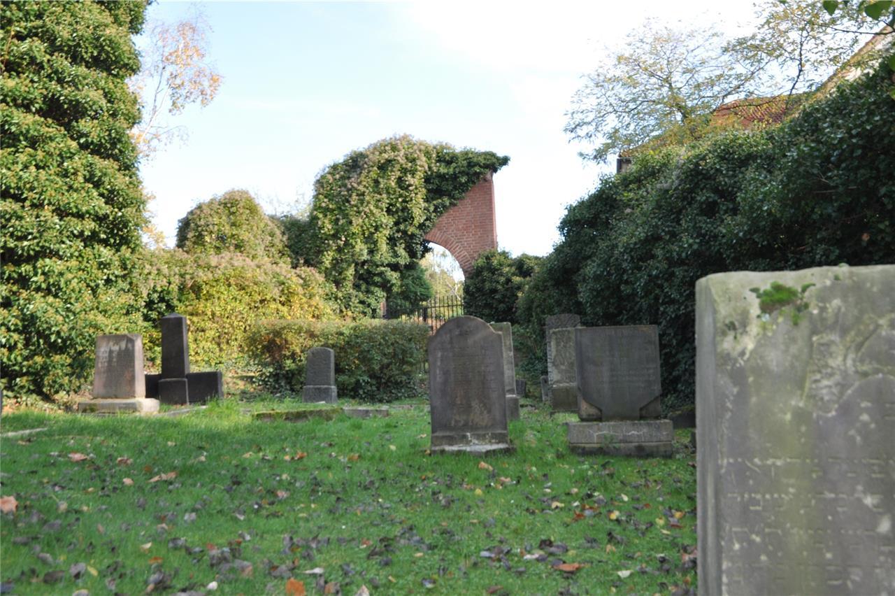 275 Jahre Geschichte und ein erneuerter Gedanke: Der Jüdische Friedhof in  Castrop