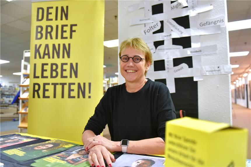 https://www.ruhrnachrichten.de/bilder/die-ehrenamtliche-karin-barbara-schlueter-sitzt-am-stand-1636955.jpg