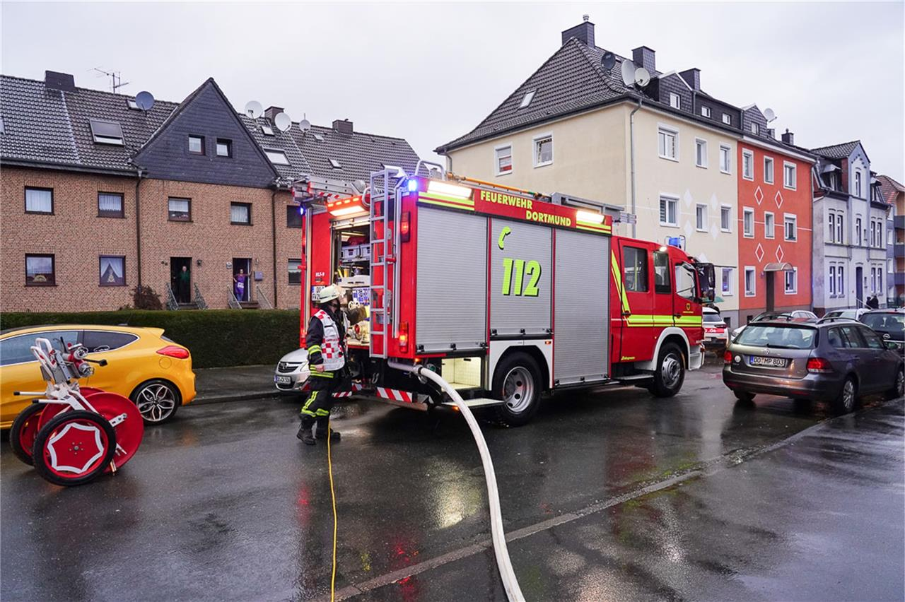 Hier wohnt ein Feuerwehrmann wenn ich nicht Fußmatte Brand Feuer Feuerwehr