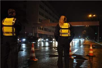 Raser und Tuner: Polizei kontrolliert Dutzende Fahrzeuge am Wall ? und in H�rde