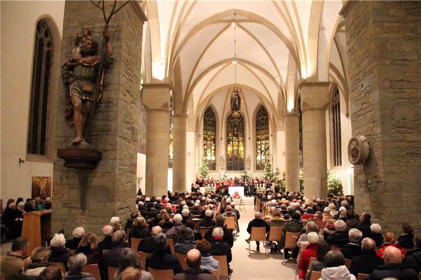 Chöre Singen Weihnachtslieder.Werner Chöre Singen Beim Neujahrskonzert Weihnachtslieder Aus Aller Welt