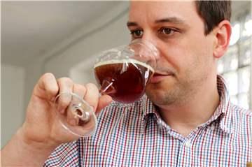 Dortmunder Bier-Experten geben Tipps: Finger weg von gr�nem Flaschenbier!