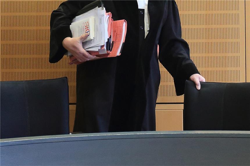 Drei Hartgeldnutten werden als Klo missbraucht