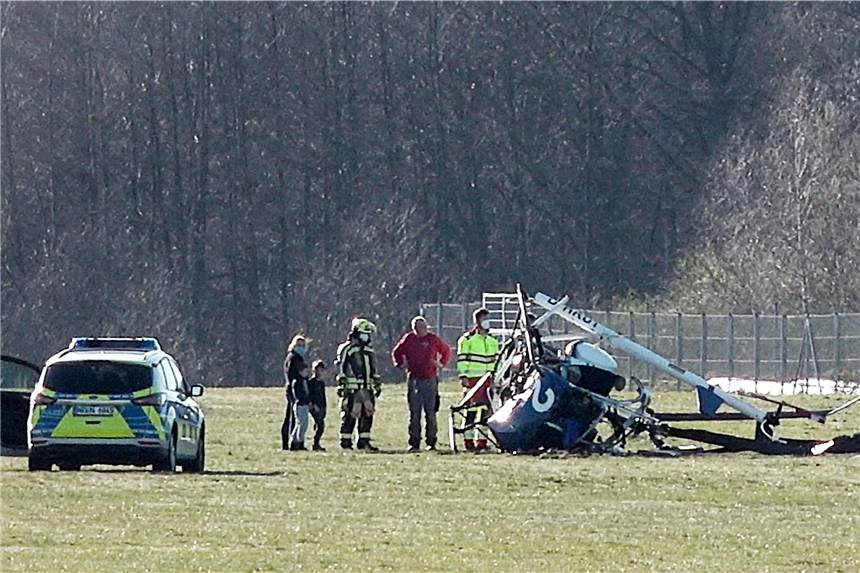 A light helicopter crashed at the Schwarze Heide airfield.