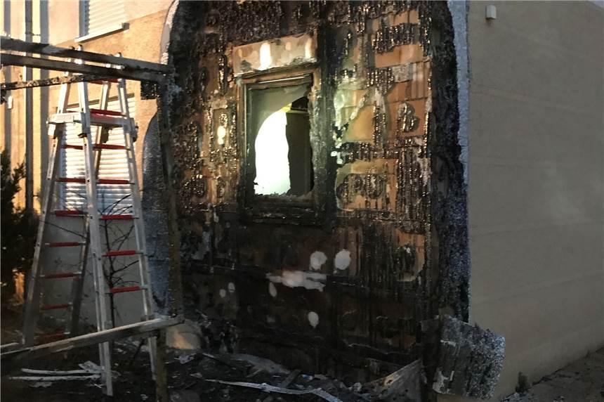 brennende m lltonnen zerst ren fassade in brackel. Black Bedroom Furniture Sets. Home Design Ideas