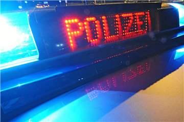 Alkoholverdacht: L�ner fuhr auf B 236 gegen Lkw und fl�chtete