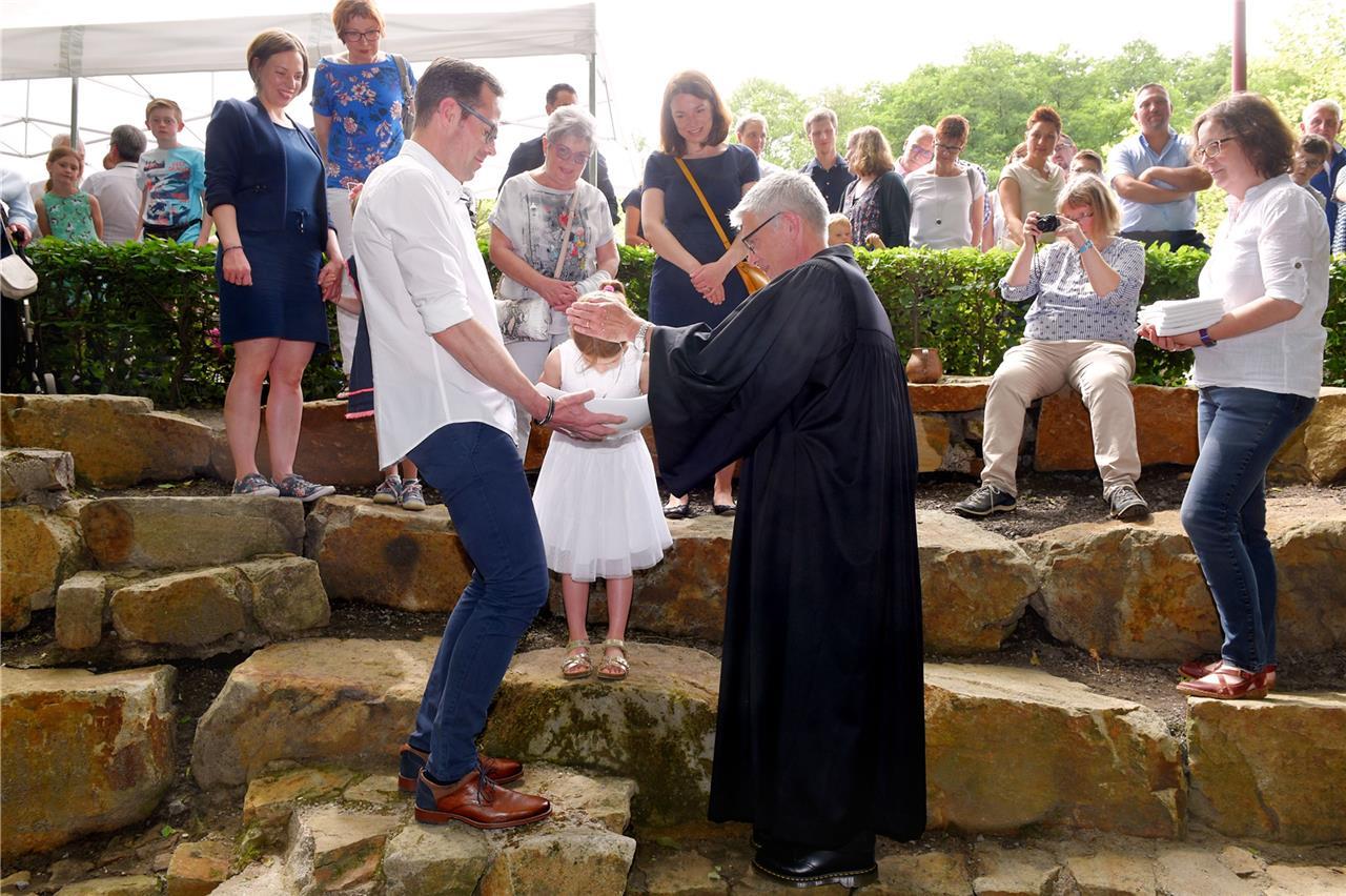 Schwerter Familien Trafen Sich Am Wasser Zur Taufe An