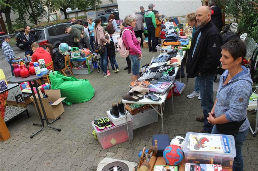 100 kleine Flohmärkte laden am Samstag in Hombruch zum