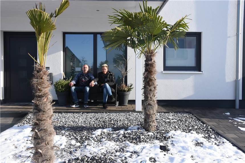 palmen im vorgarten selmer genie t im winter seinen sommerurlaub zuhause. Black Bedroom Furniture Sets. Home Design Ideas