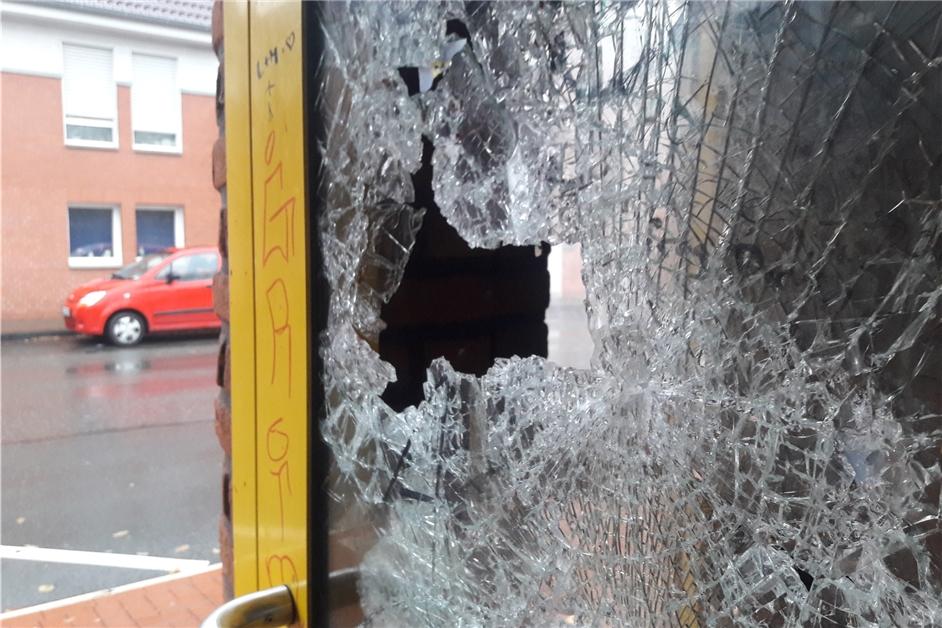 Telefonzelle mit Steinen beworfen: Jugendliche randalierten in Nordkirchen - Ruhr Nachrichten