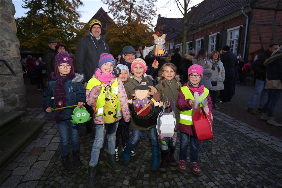 Mit vielen Fotos: So war der Martinszug durch Capelle 2019 - Ruhr Nachrichten