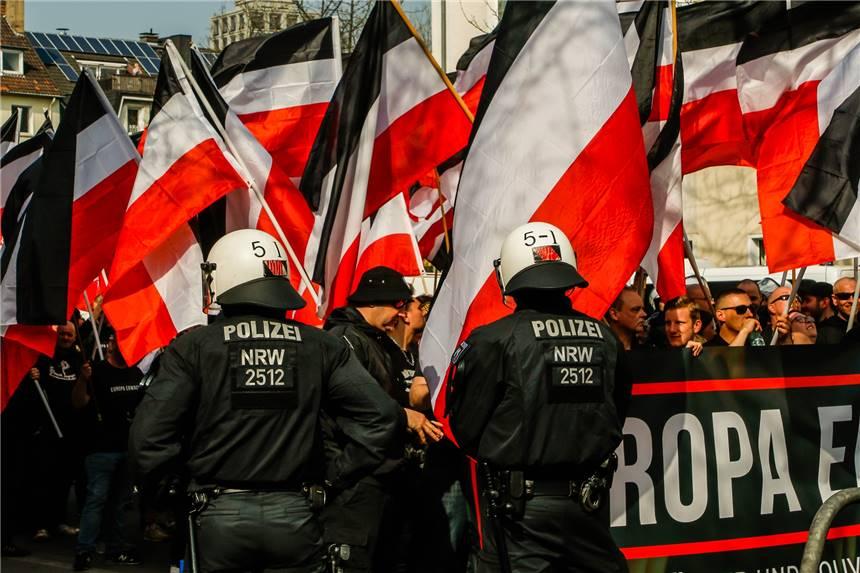 Was Am Samstag In Dortmund Los Ist Nazi Demo Klamotten Bade Party