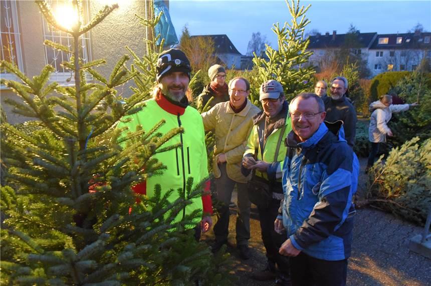 Weihnachtsbaum Schwerte.Kleiner Adventsmarkt Und Weihnachtsbaumverkauf In Holzen