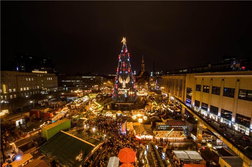 Wo Ist Der Größte Weihnachtsmarkt.Das Einschalten Des Größten Weihnachtsbaums Der Welt Im Video