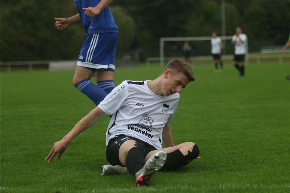 Schiedsrichter im Mittelpunkt: FC Nordkirchens Spiel geht in Karten-Flut unter - Ruhr Nachrichten