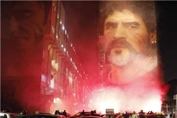 Gedenkminute für Maradona – BVB-Sportdirektor Zorc erinnert sich an Duell
