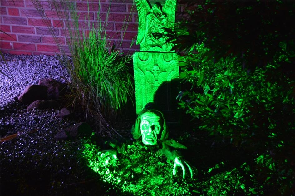 Das Halloween-Haus in Olfen: Fotos vom gruseligen Spekatakel - Ruhr Nachrichten