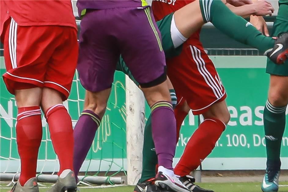 Dortmunder Fußballer erfährt während des Spiels, dass...