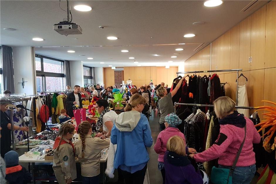Second-Hand: In Olfen gibt's einen Markt für Karnevalskostüme - Ruhr Nachrichten