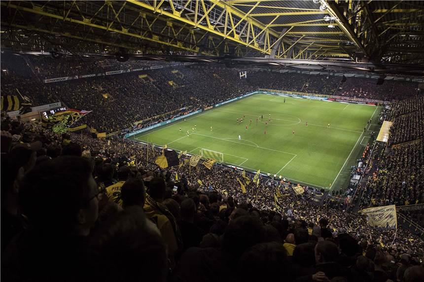 wie viele plätze hat das dortmunder stadion